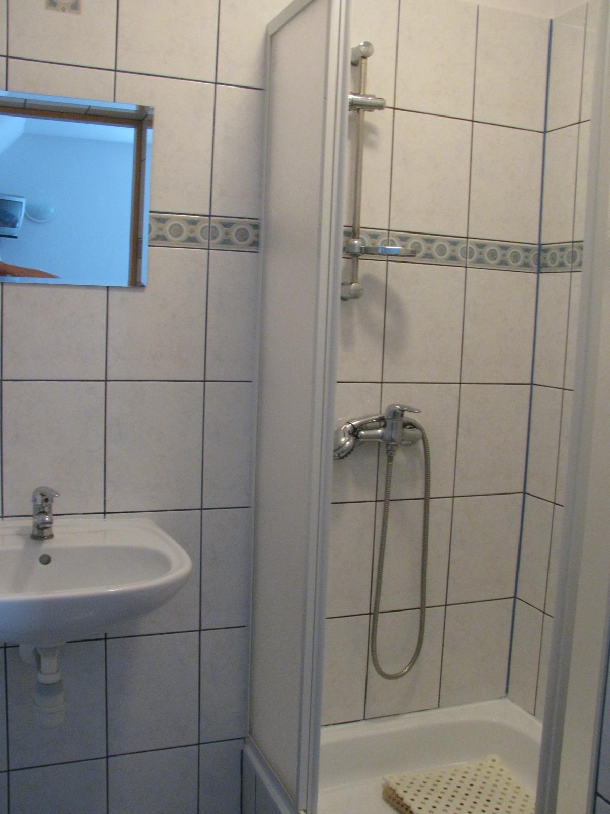 Tanie noclegi Jarosławiec noclegi nad morzem łazienka pokoju 6