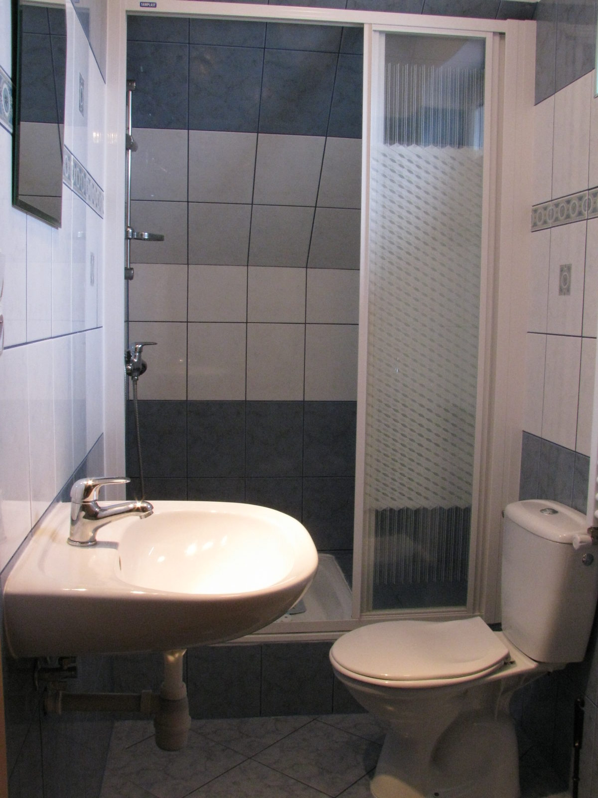 Tanie noclegi Jarosławiec tanie pokoje nad morzem łazienka pokoju 5